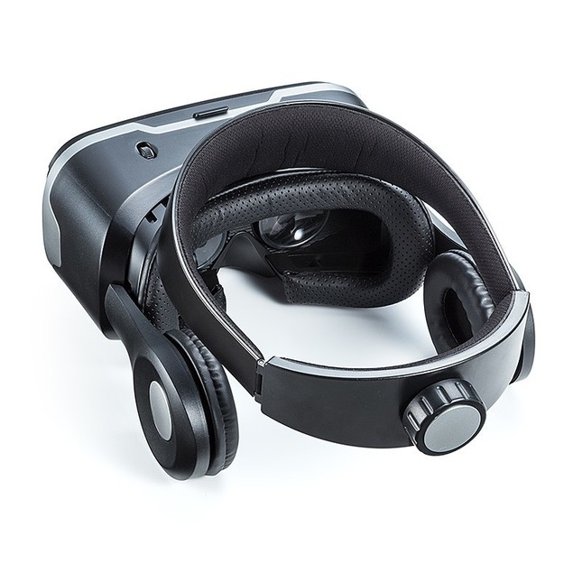 顔や頭と接する部分にはスポンジを内蔵した柔らかPUレザー素材を使用
