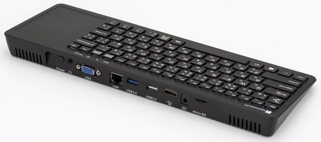USB 3.0×1、USB 2.0×1、ヘッドホンジャック、マイク端子などを備える