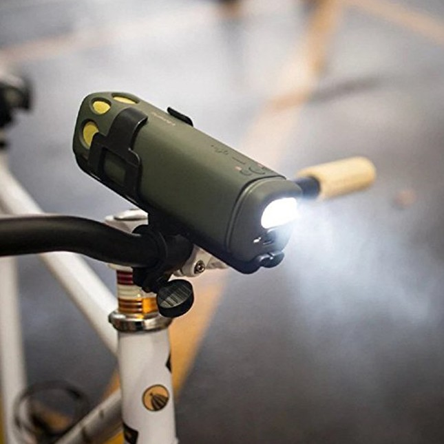 付属の自転車用ホルダーを使用すればヘッドライトに
