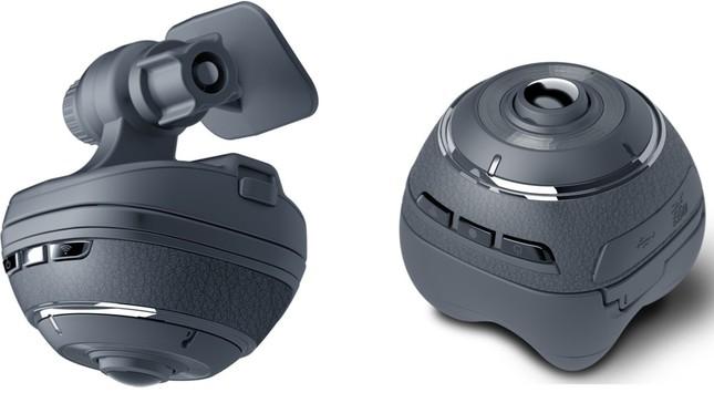 360度全天周映像を高画質で記録(左)、右は車外ではアクションカメラ使用時