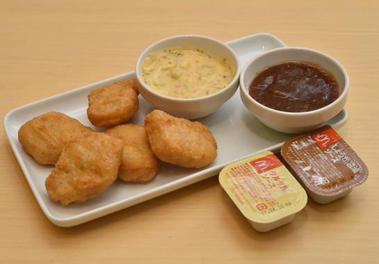 チキンマックナゲットと「タルタルソース」および「しょうが醤油ソース」、
