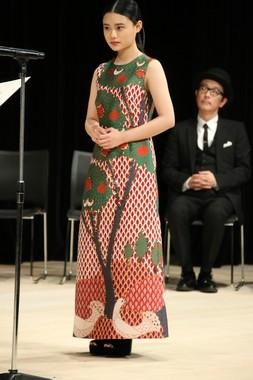 助演女優賞の杉咲花さんのあでやかな衣装に、観客は目を奪われた(2017年2月8日撮影)