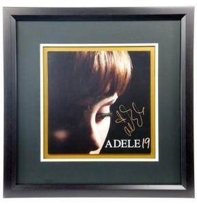 グラミー5冠「アデル」のサイン入りのレコード出品! 通販サイト「セカイモン」で