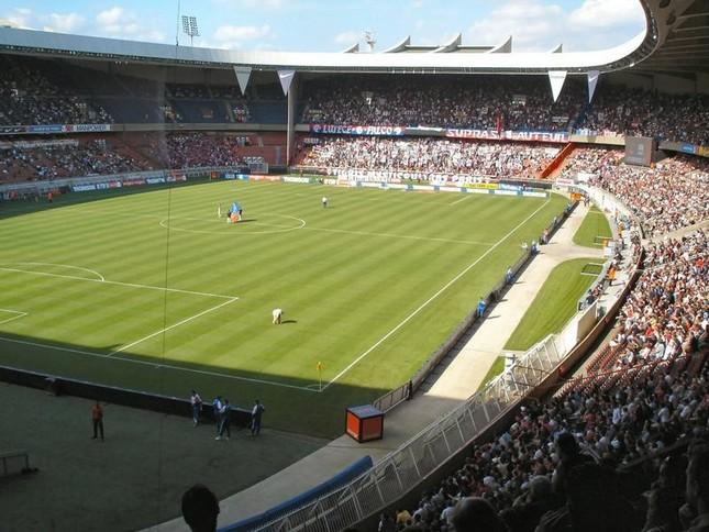 試合が行われたスタジアム「パルク・デ・プランス」(写真はWikimedia Commonsより)