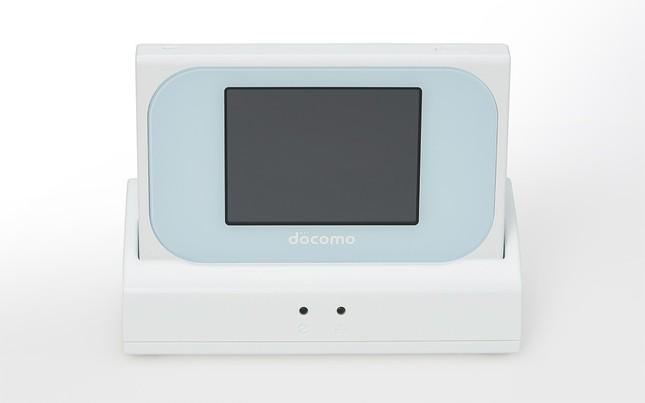 有線LANポートを内蔵したクレードルが付属