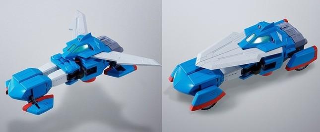 ブングル・スキッパー。上半身を構成するマシン。飛行型から走行型への変形は、ウイング部を前方へ閉じ、車輪ユニットを90度折りたたむ