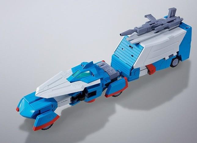 ザブングル・カー。走行型のスキッパーとローバーを連結した形態。ライフルをローバーの天面に固定することも出来る