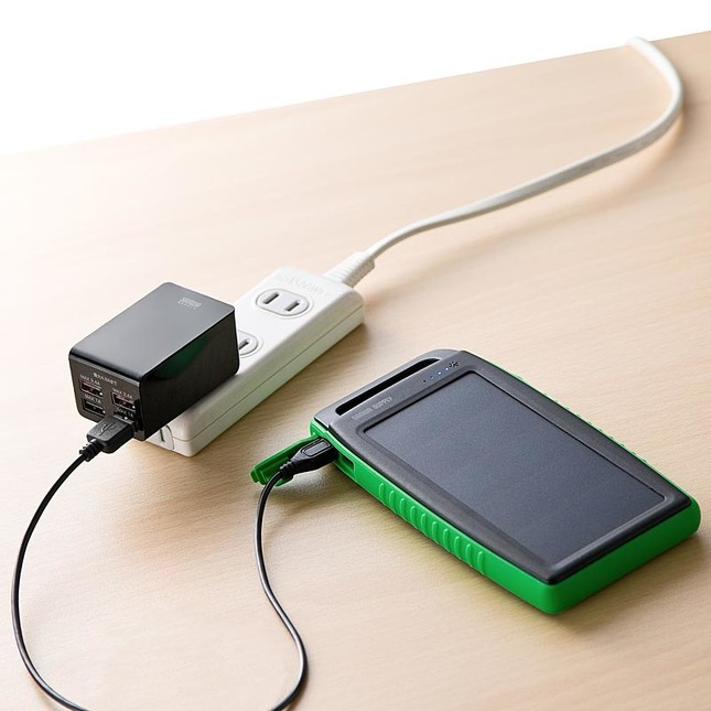 USB充電器に接続して充電した場合、フル充電まで約7時間
