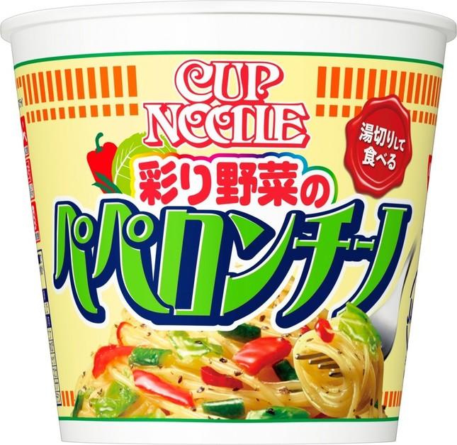「湯切りして食べるカップヌードル」にペペロンチーノ登場