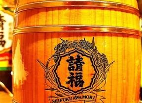 石垣島の泡盛「直火請福」とコラボ 国産木材を使った「木樽型」のジョッキ