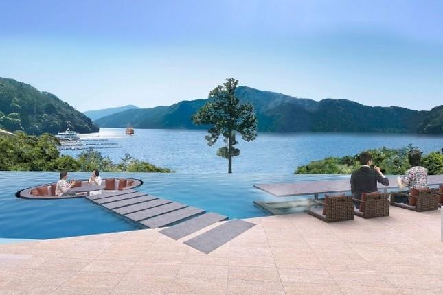 芦ノ湖を望む水盤テラス、足湯カウンター