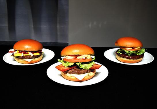 (写真左から)「グラン ベーコンチーズ」「グラン クラブハウス」「グラン てりやき」