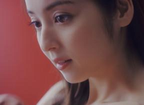 【動画】新妻・佐々木希がふたたび「脱ぐ」 「エロすぎる」「これ、すごいw」の声