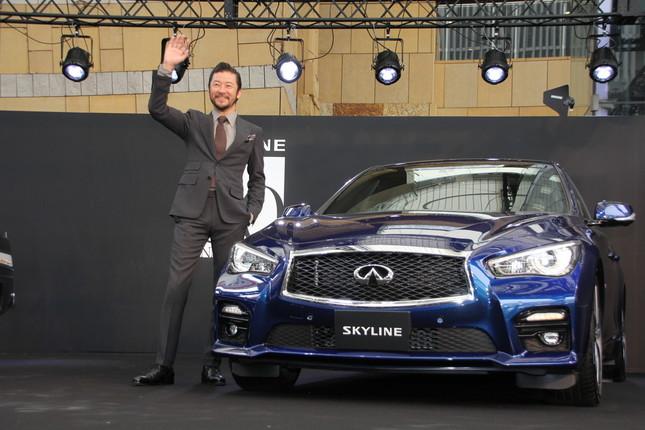 最新モデルの13代目SKYLINE・V37型と浅野忠信さん