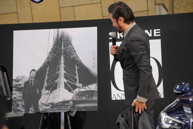SKYLINEと過去の時代にいるかのような写真を撮れる「タイムスリップフォト」も体験