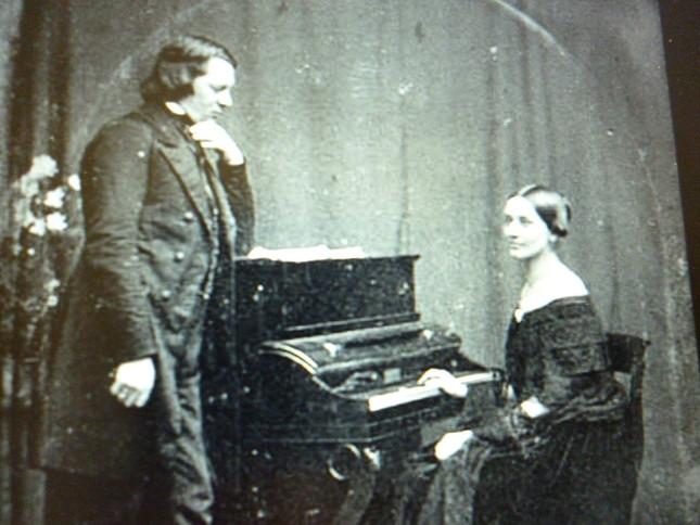 シューマン夫妻の写真