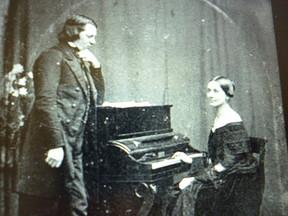 シューマンの妻クララが14歳で作った「ピアノ協奏曲 イ短調」は、未来の夫との共同作業だった