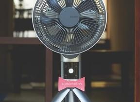 キーワードは「愛着家電」 折りたためる三脚構造で省スペースの扇風機
