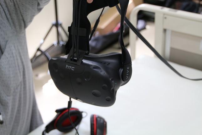 専用ゴーグル「HTC Vive」