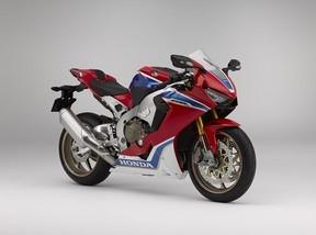ホンダ、性能向上を図った大型スーパースポーツモデル「CBR1000RR SP2」商談受付開始