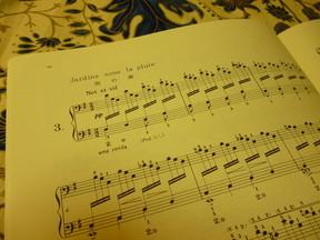 聞けばほっとするのはなぜ? ドビュッシーが「雨の庭」に仕掛けた2つの曲