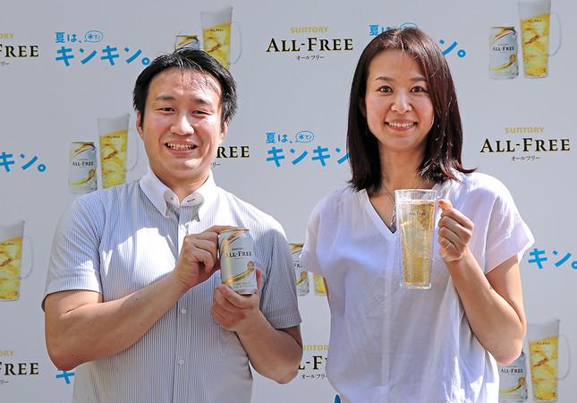 (写真左から)菅慎太郎さん、サントリービールマーケティング本部ブランド戦略部の酒巻真琴さん