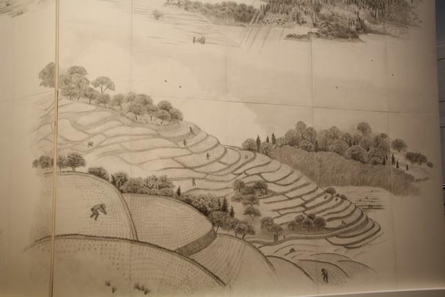 壁画には、日本の原風景である棚田を描いた