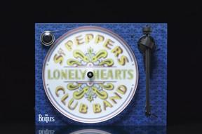 ザ・ビートルズ「サージェント・ペパーズ~」のジャケットみたいなレコードプレーヤー