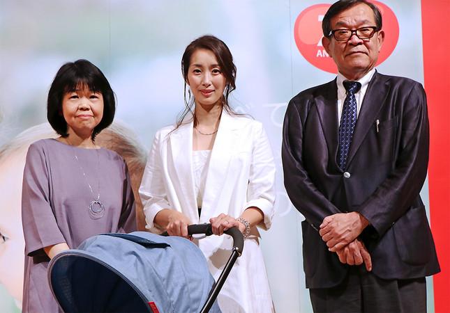 (写真左から)河崎桂子さん、坂下千里子さん、小西行郎センター長