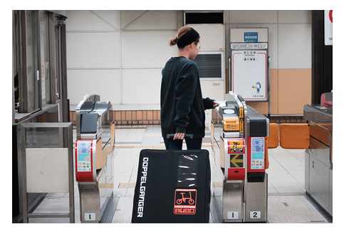 付属のスーツケースに入れてどこでも持ち運べる!