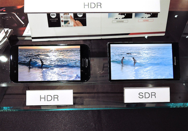 左が「AQUOS R」のHDR画質