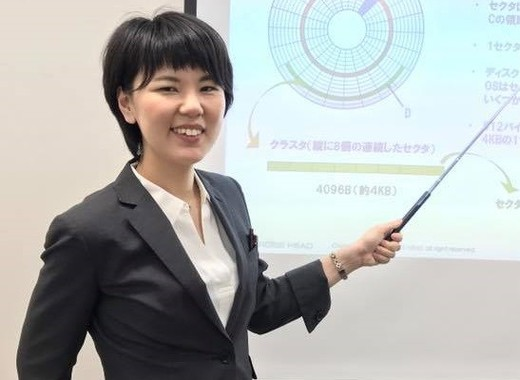 ITパスポート試験対策講座を担当する窪田郁美さん