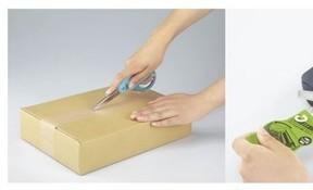 カッターのように使えるハサミ「ハコアケ」 ダンボールの開梱に便利
