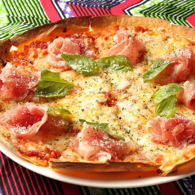 人気メニュー「生ハムとモッツァレラチーズのピザ」