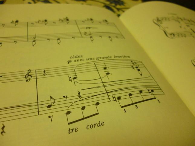 ワーグナーのオペラの1節が現れる箇所には『大げさなエモーションを持って』と書かれている