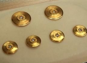門外不出の「100万円ボタン」 1か月限定で初公開へ