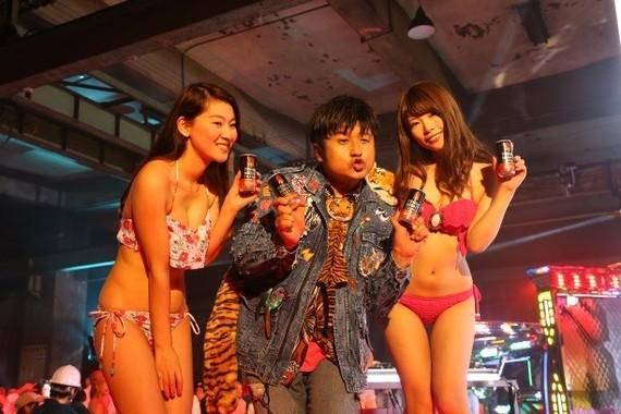 DJ役の「ダイノジ」大谷ノブ彦さん
