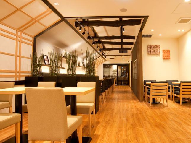 「CAFE&BAKERY MIYABI」神保町店の内観