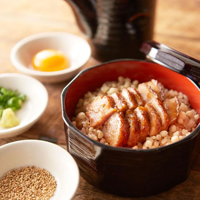 鶏の蒲焼ひつまぶし(通常税別380円)