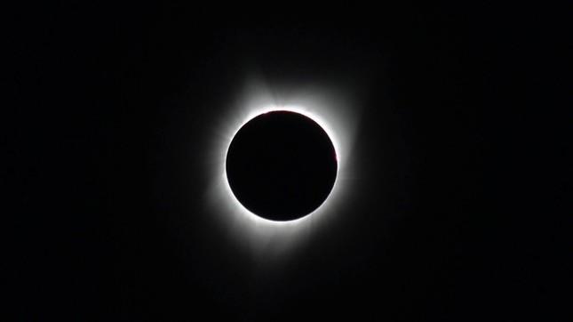 皆既日食。会期中はコロナの様子も見られる(撮影:Y.K/オレゴン州セーラム)