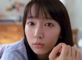 寝起きの吉岡里帆が語りかける... スマートニュース新CM、9月2日公開