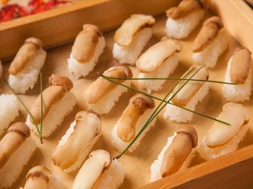 「松茸の寿司」