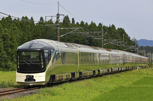 豪華列車「トランスイート四季島」(写真はWikimedia Commonsから、作者:see belowさん)