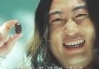 ロバート秋山が歌い上げる「ずぼらを肯定する曲」動画に反響! 「まじ天才」「じわる」