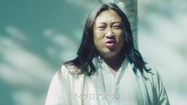 PV風の動画で秋山さんが熱唱!