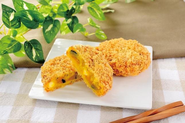 かぼちゃとクリームチーズのコロッケ(90円)はおやつやおつまみに 10月17日発売