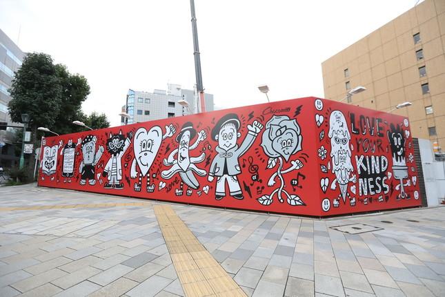 東京・青山に設置されたアートウォール(インスタグラムより提供)
