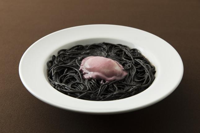 「MEDAMA~めだま~ イカ墨ととろ~り卵のスパゲッティ」