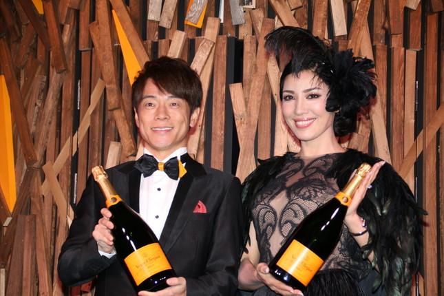 陣内智則さん(左)、アンミカさん