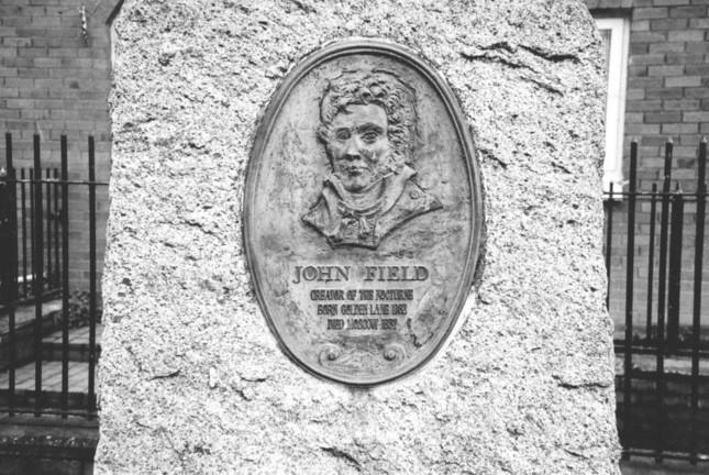 生まれ故郷、ダブリンにあるフィールドの石碑